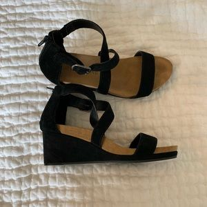 Lucky Brand wedge strappy sandal